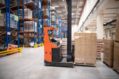 Prevención de riesgos en el uso de aparatos elevadores y transporte en almacén